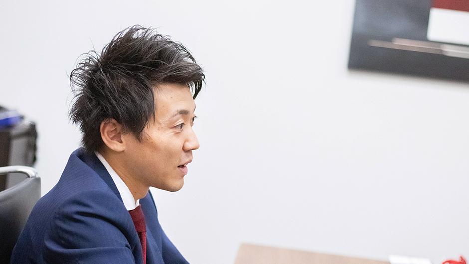 リブ・コンサルティングのコンサルタント鈴木智大さんの横顔