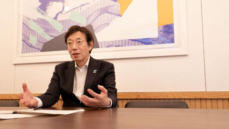久元喜造市長の正面顔のひき画像