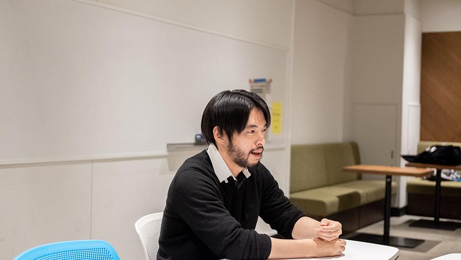 Sasuke Financial Labのデザイナー大橋貴良さんの横顔