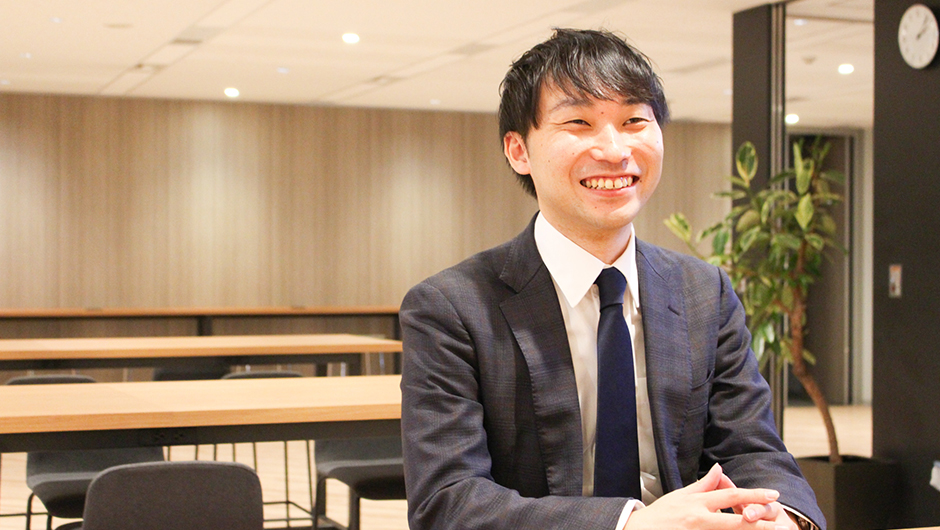 グロービス尾花宏之さんの正面笑顔画像