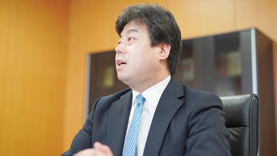 内閣官房 内閣人事局 内閣参事官の鈴木 毅さんのインタビュー