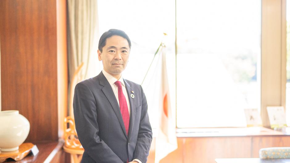 松尾崇氏・鎌倉市長の正面画像