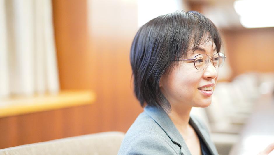 農林水産省 農村振興局 総務課 課長 佐藤一絵さんの右横顔