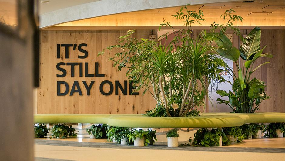 アマゾンウェブサービスジャパン株式会社の理念の壁画像
